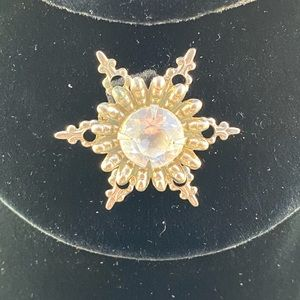Vintage small star shaped brooch with clear stone
